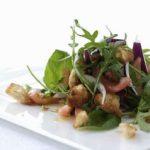 Italiensk panzanella salat