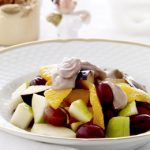 Frugtsalat med choko-yoghurtcreme