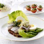 Sild med æg og karrysalat