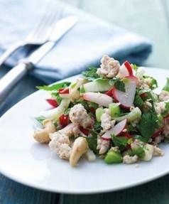 Radise-fennikel salat med kalkun og cashewnødder