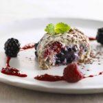 Marengsrulle med vanillecreme & frugt