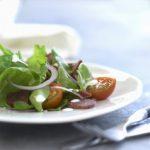 Spinatsalat med oksespegepølse