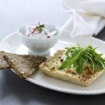 Blå ostetærte med radise-koriander creme