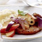 Hamborgryg med selleri-/kartoffelmos og stegte æbler og løg